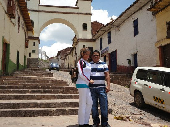 Hostal Qorikilla :                   CALLE PRINCIPAL DONDE SE ENCUENTRA EL HOSTAL