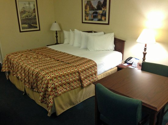 Baymont Inn & Suites Albany at Albany Mall:                   Room Overview 2 with Bed
