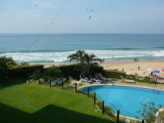 Hindustan Beach Retreat:                                     Vue sur la plage depuis notre chambre
