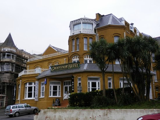 Devon Bay Hotel:                   Front View of Hotel