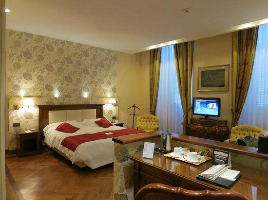Hotel Nazionale A Montecitorio:                   Palacial suite
