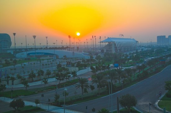 Park Inn by Radisson Abu Dhabi Yas Island:                   Soleil levant sur le circuit de Formule 1