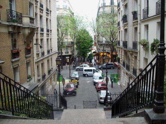 Caulaincourt Square Hostel: afuera