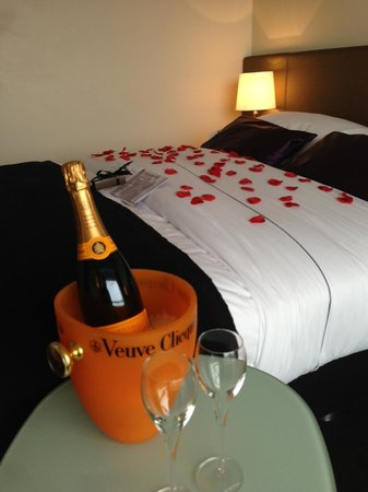 Park Hotel Amsterdam:                   Room with champagne