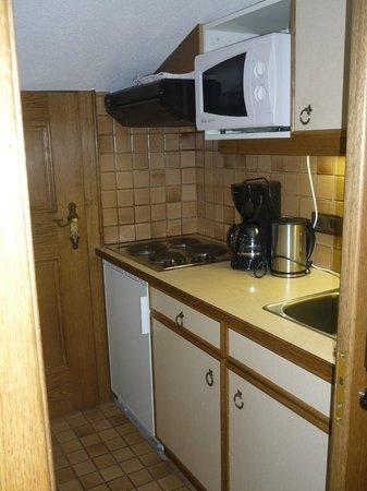 Berghotel Rasis:                   Kleine maar complete keuken