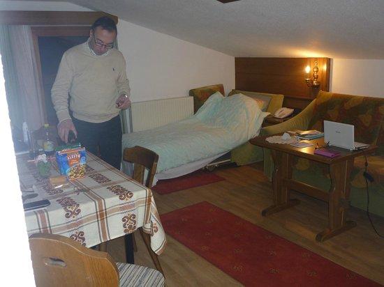 Berghotel Rasis:                   Woon/slaapkamer