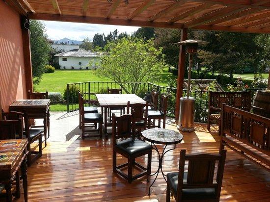Hacienda Abraspungo:                   sala de estar con jardines