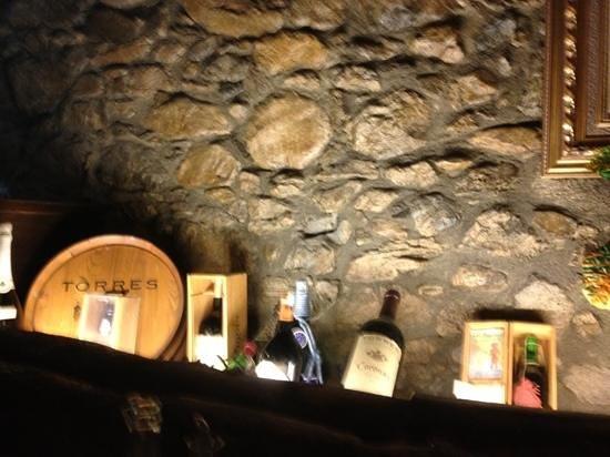 El Bon Raco Bar & Restaurant:                   decor