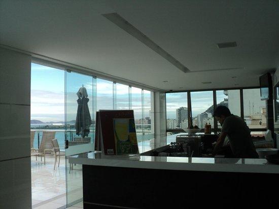Arena Copacabana Hotel : bar de la terraza