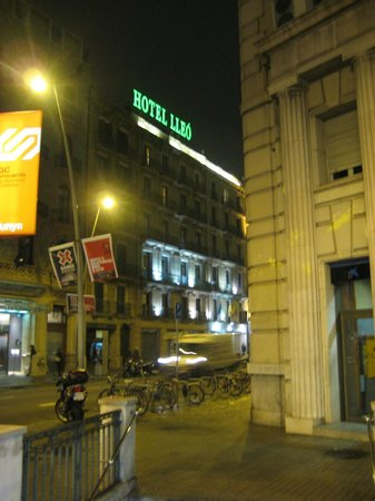 Lleo Hotel:                   Lleo by night