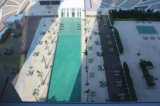 Grand Hyatt Macau:                   部屋からプールを見下ろす眺め