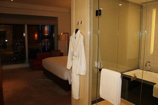 جراند هياة ماكاو:                   バスルームからベッドルーム                 