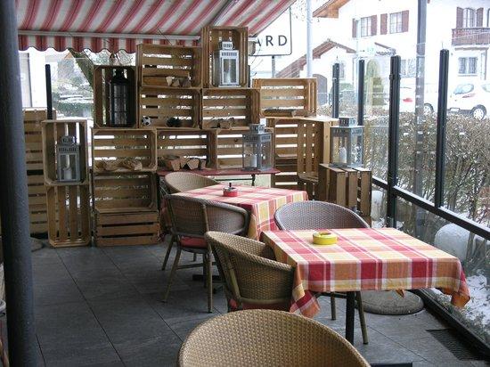 SeeHotel Gotthard:                   терраса перед входом в отель
