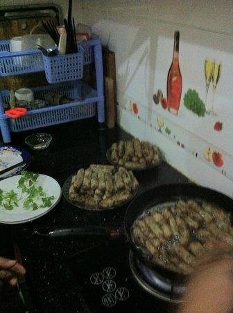 Hanoi Homestay - ChezLinhLinh House:                   delicieuses nems