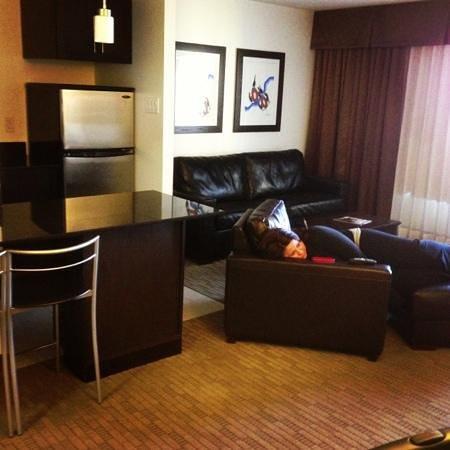 Place Louis Riel Suite Hotel:                   modern