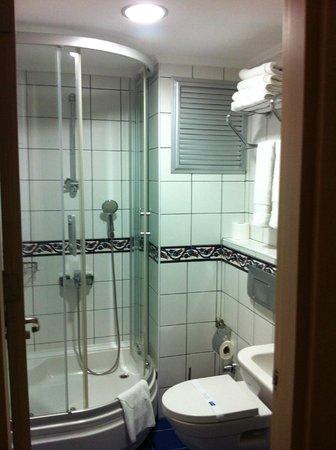 Hotel Novano :                   banheiro