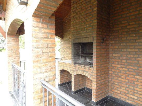 Hotel y Duplex Rincon del Valle:                   Parrilla en el balcón del duplex