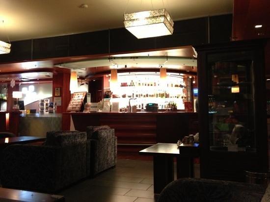 Holiday Inn Helsinki Exhibition & Convention Center:                   bar