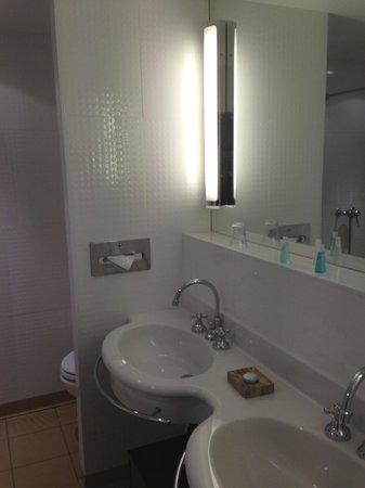 Hotel Saratz:                   Bagno spazioso e luminoso
