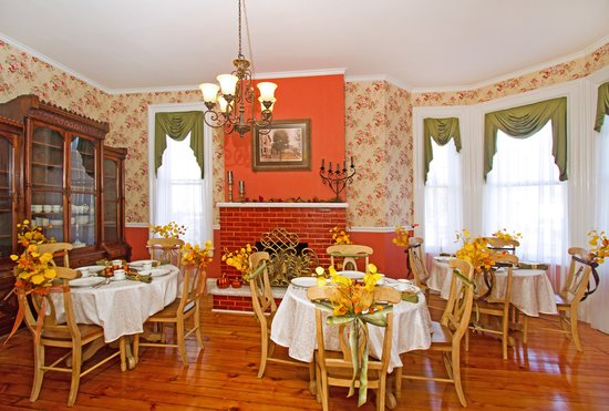 Abigail House Bed and Breakfast : Dining Room