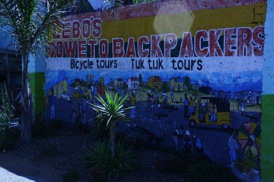 Lebo's Soweto Backpackers:                   Llegada a Lebo's