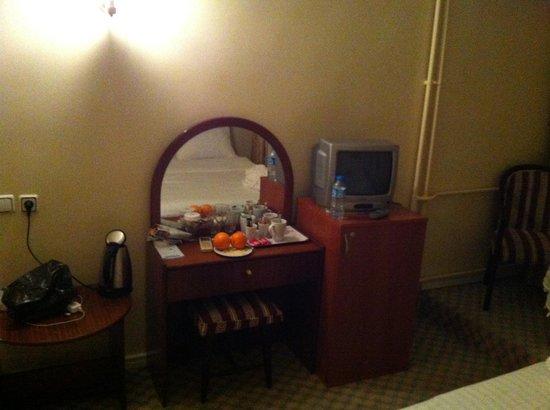 """Historia Hotel:                   """"Weiße Möbel"""""""