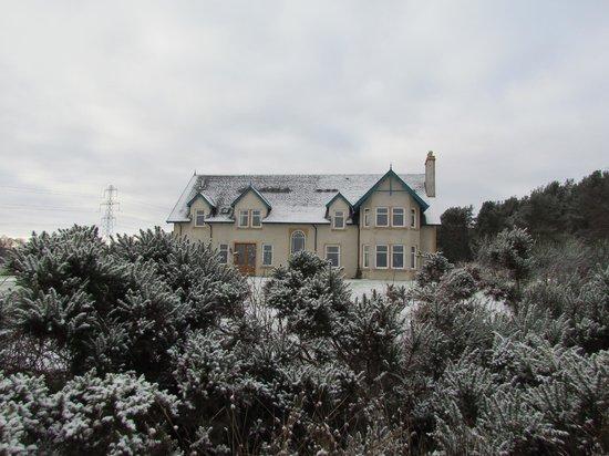 Daviot Lodge:                   morning snow