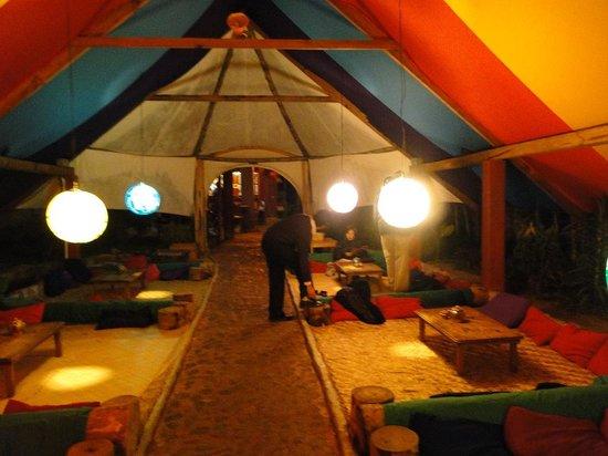 Zoola:                   Vista Interior de Restaurante