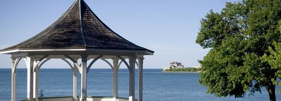 Two Bees Bed & Breakfast: Walk to view Fort Niagara,NY