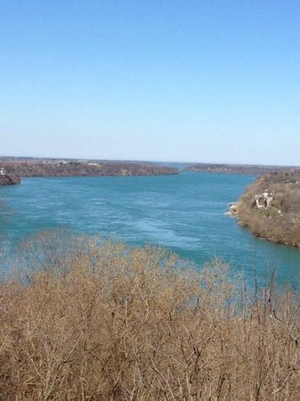 Two Bees Bed & Breakfast: Mighty Niagara River