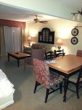 The Historic Powhatan Resort: dining/livingroom
