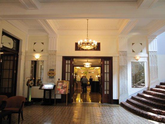 Okura Garden Hotel Shanghai:                   朝食のレストラン