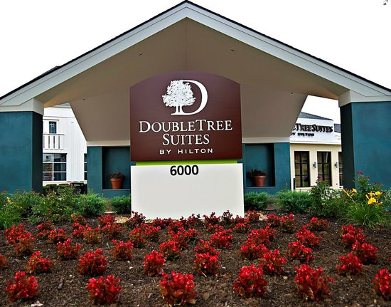 DoubleTree Suites by Hilton Huntsville-South: Hotel Exterior