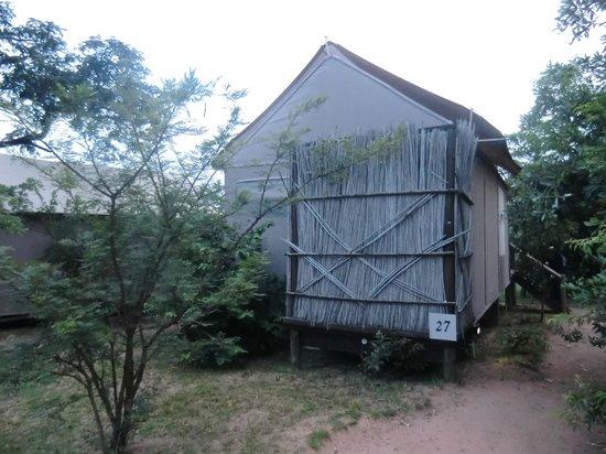 Nkambeni Safari Camp:                   vue sur une tente