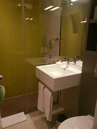 Swissotel Zürich:                   Clean and loved the choice of rain shower or handheld.