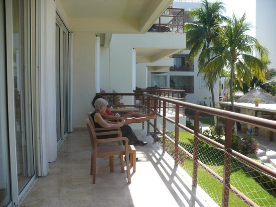 Ixchel Beach Hotel:                   Inside or outside on the deck - all is lovely.