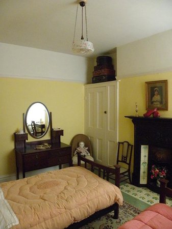 Dylan Thomas Birth Place:                   Bedroom at 5 Cwmdonkin drive