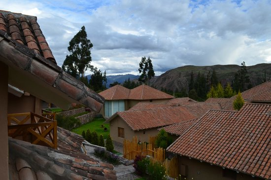 Casa Andina Premium Valle Sagrado Hotel & Villas:                   Mountain view from room balcony