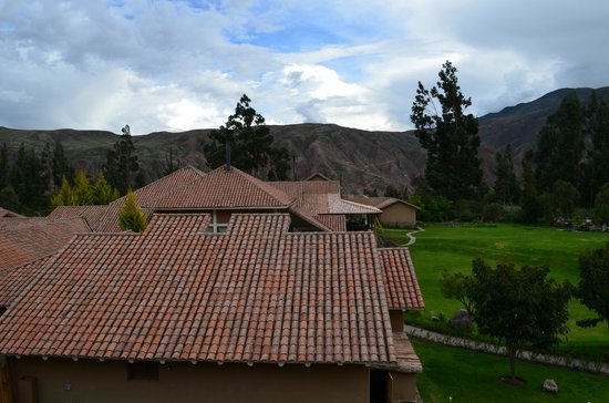 Casa Andina Premium Valle Sagrado Hotel & Villas:                   Mountain views over the rooftops
