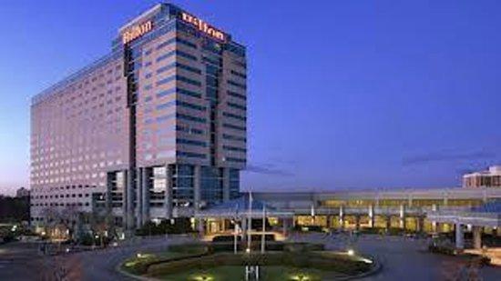 Hilton Atlanta Airport:                   Panoramica esterna
