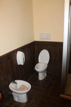 Le Charmant Petit Hotel: Bagno/Bathroom
