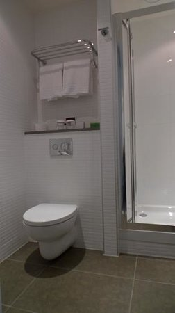 DoubleTree by Hilton Hotel Amsterdam Centraal Station: Bathroom