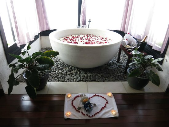 Vedana Lagoon Resort & Spa:                   couple spa
