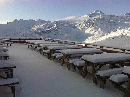 L'Alpage des Chaudannes : vue de la terrasse en début de saison