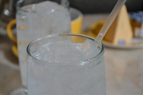 Encore At Wynn  Las Vegas:                   Dirty glassware at the Terrace Cafe at the Wynn