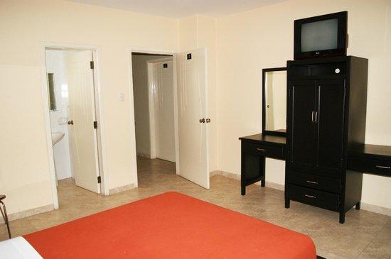 Hotel Marvento II:                   Las habitaciones son muy amplias