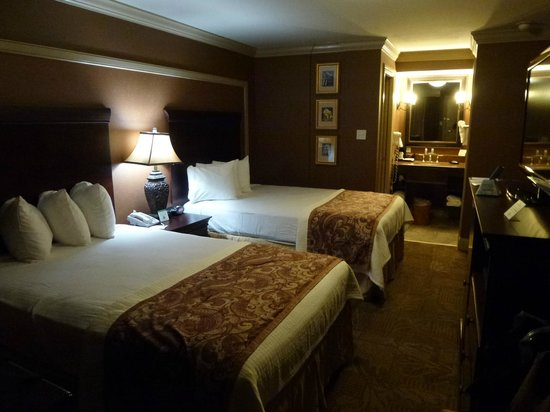 BEST WESTERN PLUS French Quarter Landmark Hotel:                   great room