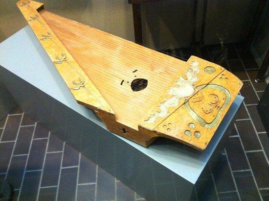 Sibeliusmuseum :                   Musical instruments