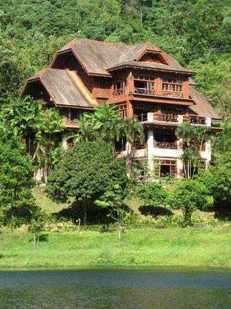 Kuraburi Greenview Resort:                   View of the main building from across the pond