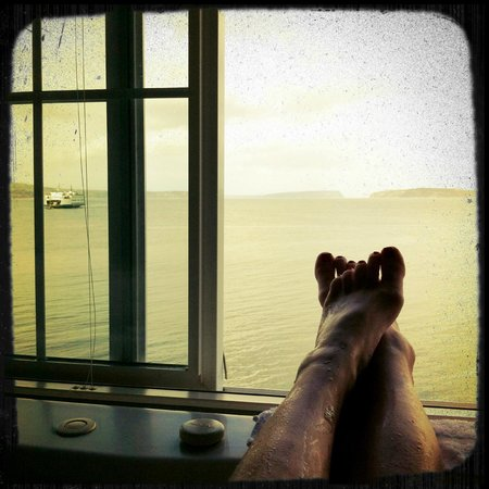 Silver Cloud Inn Mukilteo – Waterfront:                   View from Jacuzzi Tub